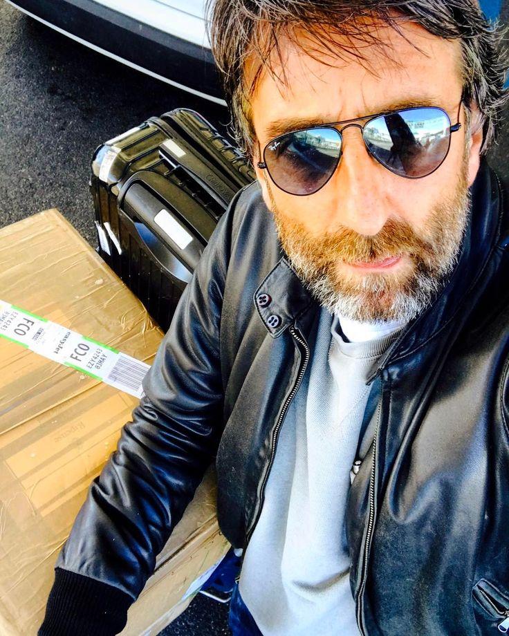 Sartoria Ripense - Bentornato a casa #roma #sartoriaripense #sartoria #andrealuparelli #bespoke #bespokesuit #bespoktailoring #boutique #roma #labottega #menswear #menstyle #men #menfashion #luxury #lifestyle #luxurylifestyle #linen #dandystyle #dandy #mastertailor #handmade #thewolfofrome (presso Aeroporti di Roma - Roma Fiumicino)