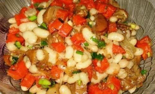 Постный салат с белой фасолью и грибами