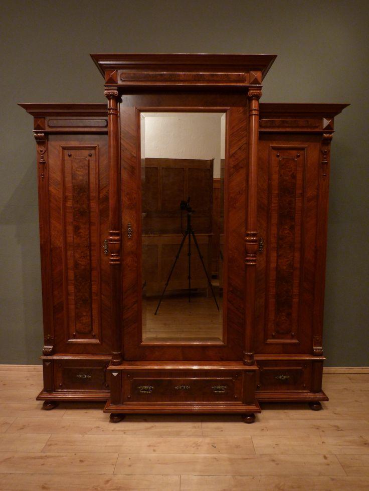 prachtvoller gr nderzeit fassadenschrank nussbaum um 1880 antike m bel antique furniture. Black Bedroom Furniture Sets. Home Design Ideas