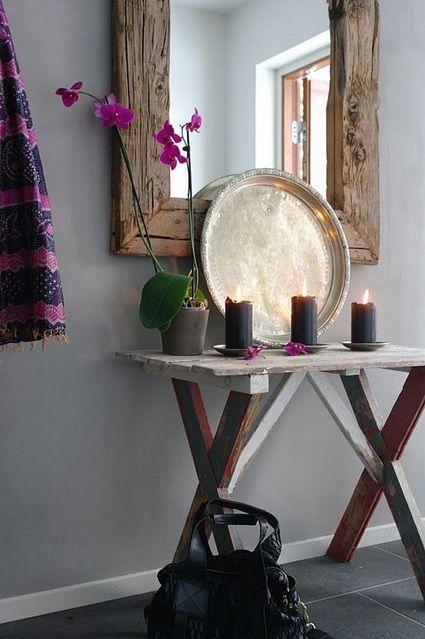 Espejo con marco de madera bruta