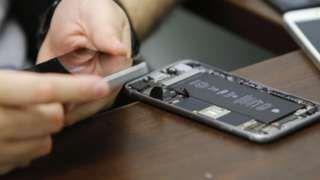 FBI pressured on cost of iPhone hack tool