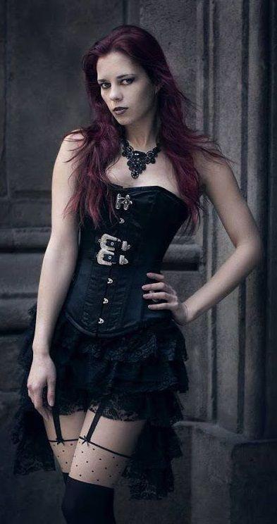 Mia Goth | Alternative Beauty | Gothic beauty, Gothic ...