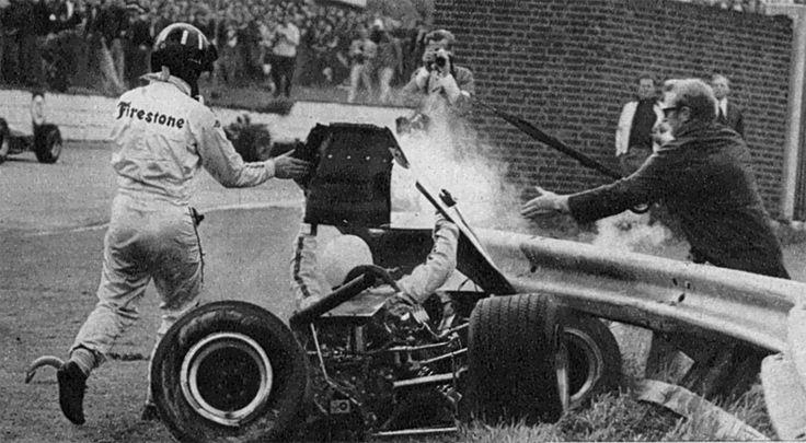 Watkins Glen Race Track >> Graham Hill who abandoned 2 laps earlier helps Alex Soler-Roig - Lola T100 - FVA - Escuderia ...