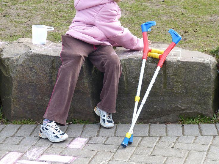 Petite fille attteinte de Spina Bifida. (Droits: Falco, CC0 Public Domain)
