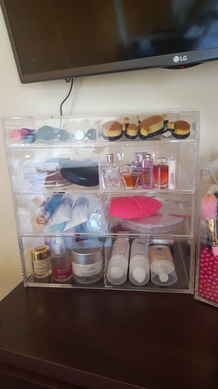 Organizador de Maquillaje de la marca LIFEWIT Confeccionado de acrílico transparente de muy buena calidad y resistente. Con gran capacidad de almacenaje para nuestros cosméticos y productos de belleza. 4 niveles y 8 compartimentos. Enamorada de él. 😍😍🌹😊  https://www.amazon.es/Lifewit-Organizador-Maquillaje-Almacenamiento-Pintalabios/dp/B01M7UHAAP/ref=cm_cr_srp_d_product_top?ie=UTF8