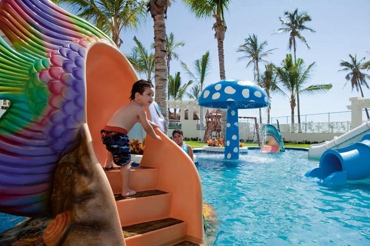 Hotel riu emerald bay 5 star all inclusive mexico for 5 star all inclusive mexico resorts