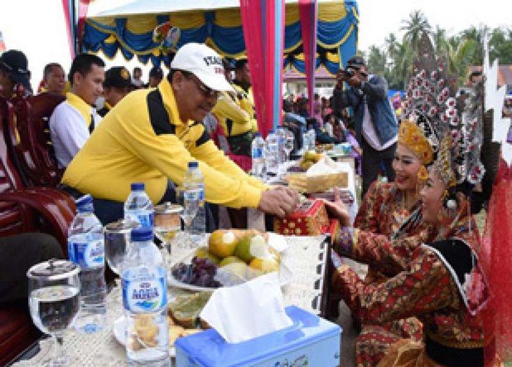 Teluk Rhu-Bengkalis, Oketimes.com - Festival Pesta Pantai Rupat diselenggarakan selama empat hari dari tanggal 14 hingga 16 Juli 2017, Sabtu(15/7/2017).Festival pantai itu, menampilkan berbagai  ...