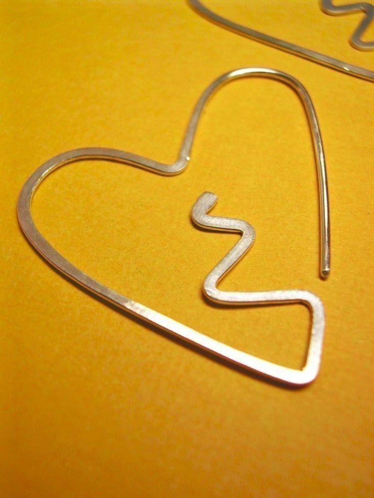 Broken heart earrings detalhe orelha