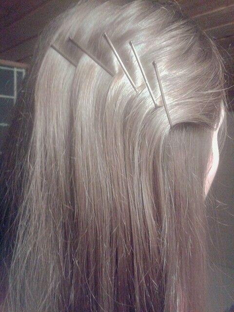 Helppo tapa laittaa nätisti  hiukset, käyttää vain mummopinnejä.