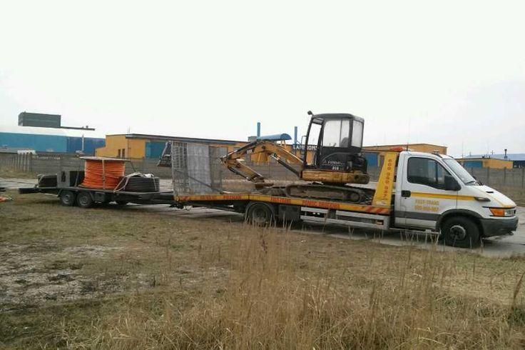 Transport traktorów opryskiwaczy przyczep Poznań 600-960-987.
