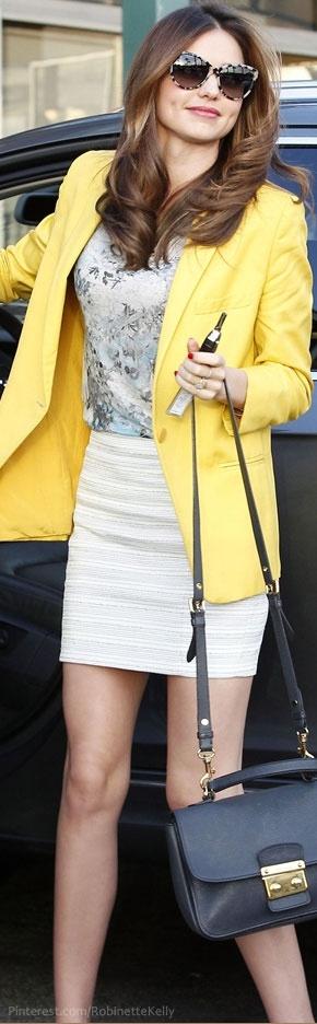Street Style | Miranda Kerr  ( I wish I had her yellow blazar so cute!)