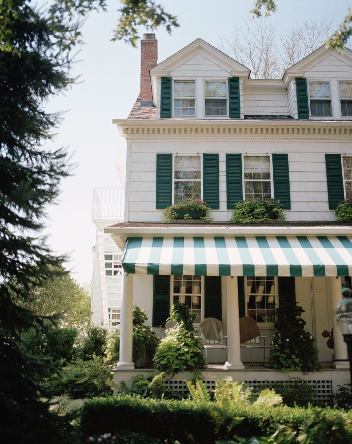 Heading to the #Hamptons for a #summer getaway weekend? Stay at a local inn.