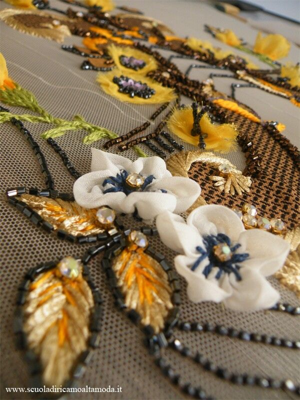 The project begins to take shape! After putting the signs on pattern we begin to embroidery it. Do you want to make your own project? Sign up to our professional course of embroidery High fashion and Luneville + final work beginning on 17 October in Rome! You will learn not only the technical but all part of an embroidery design. Write to scuoladiricamoaltamoda@gmail.com, cel + 39-3297075845, tel + 39-0697275845, www.scuoladiricamoaltamoda.it