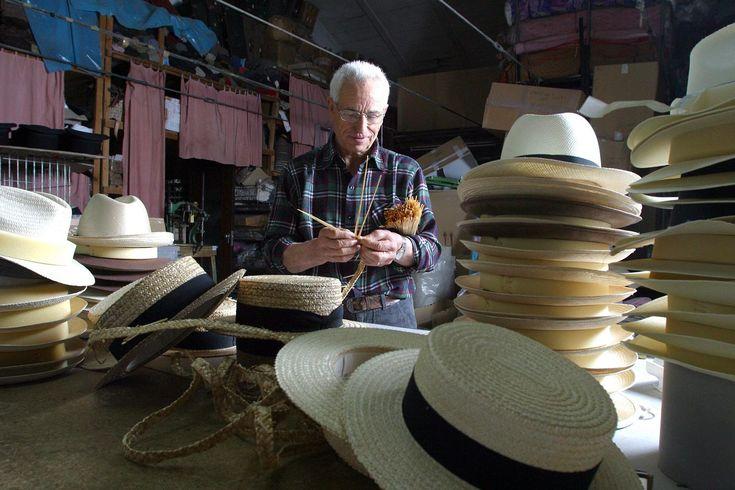 Straw hats of Montappone loved by Federico Fellini Cappelli di paglia di Montappone, l'artigianato delle Marche tanto caro all'immenso Federico Fellini. Il cappello simbolo di stile ed eleganza italiana.