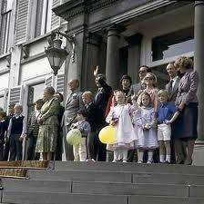 Koninginnedag met Juliana, defile op Soestdijk