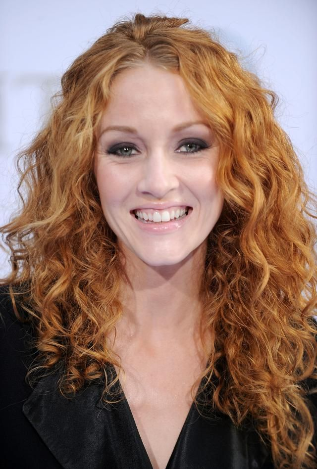 The Best Hairstyles for Naturally Curly Hair: Love This Red Color