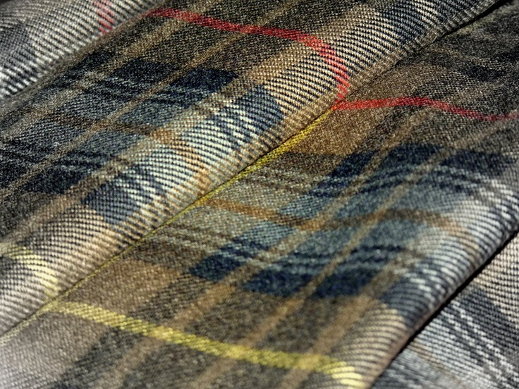 The Scottish Tartans Museum: great resource for tartan information, and for kilts and related clothing and accessories.