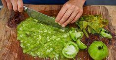 Sigur ați încercat deja o mulțime de rețete, venim astăzi cu una inovativă și interesantă, care vă va fi pe plac. Zacuscă de gogonele – delicioasă, aromată, cu siguranță va cuceri inima celor apropiați. Din ingredientele indicate obțineți 4 borcane de 0,5l. INGREDIENTE: 1 kg de gogonele; ½ kg de ceapă; ½ kg de morcov; 12 căței de usturoi; 2 linguri pastă de roșii; 1 lingură de sare; 4 linguri de zahăr; 1 linguriță de boia; 100 ml de ulei; 30 ml de oțet; 1 ½ linguriță de piper negru măcinat…