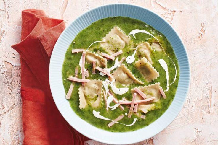Supersnelle, romige soep mét verrassing: gevulde pasta - Recept - Allerhande