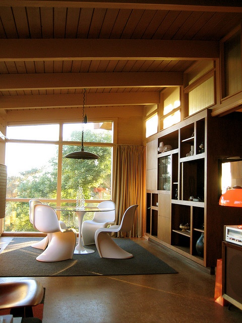 Dining area, Verner Panton chairs.
