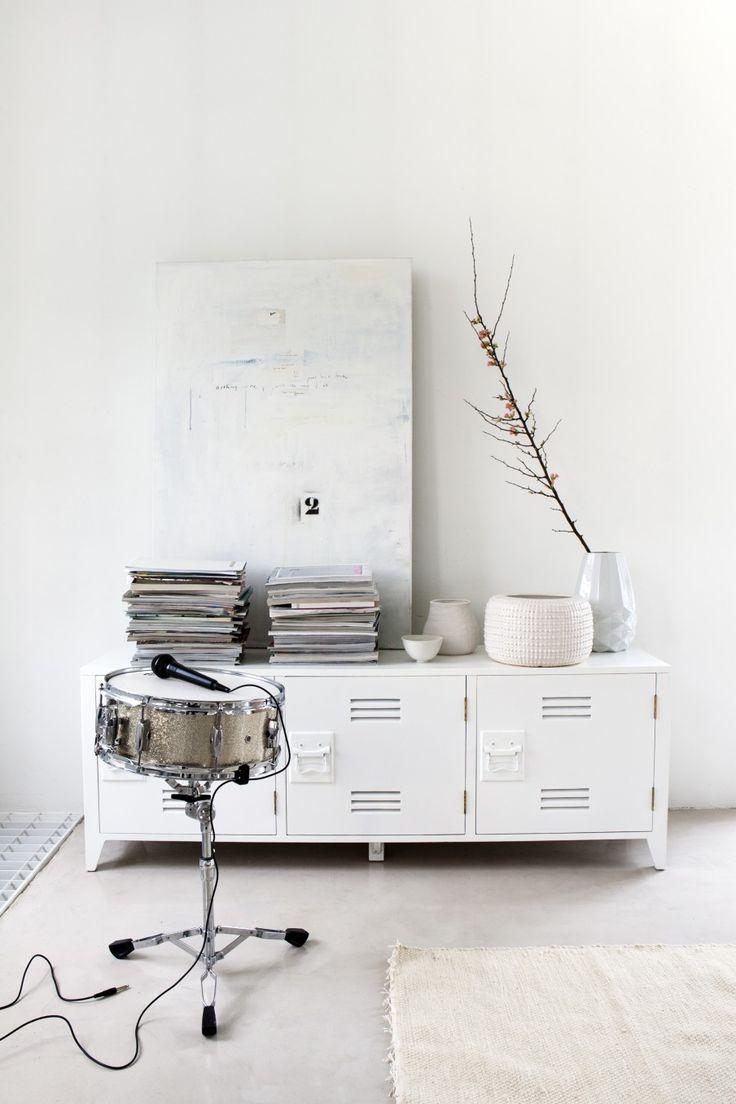 Styling Marianne Luning   Photographer Anna de Leeuw   vtwonen april 2014 #vtwonen #magazine #interior #colour #inspiration #white #carpet #locker #books #drums