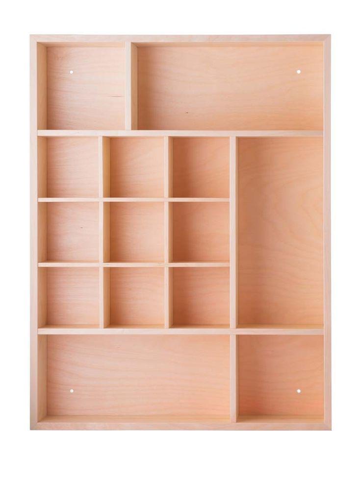 Оригинальная настенная полка-органайзер Samling Lozanna - новый подход к размещению коллекций, сувениров, памятных вещиц. Функциональный  дизайн, простые формы и натуральное дерево гармонично сочетаются с любыми предметами и любым стилем интерьера. Также может стать удобным решением для хранения в кухне или ванной.Изготовлена из слоистой березы. Обработана льняным лаком, цвет-натуральный. Крепеж- в комплекте.             Материал: Дерево.              Бренд: Samling.              Стили…