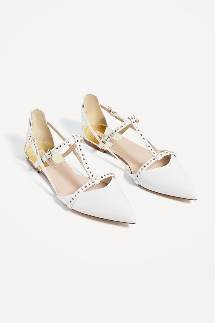 Zapatos blancos. Atrévete con ellos.   http://stylelovely.com/noticias-moda/los-zapatos-blancos-los-sucumbir-la-tendencia/