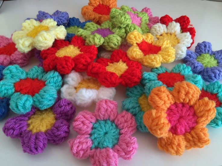 60 CROCHET FLOWERS,  IN RAINBOW COLOURS.....STUNNING