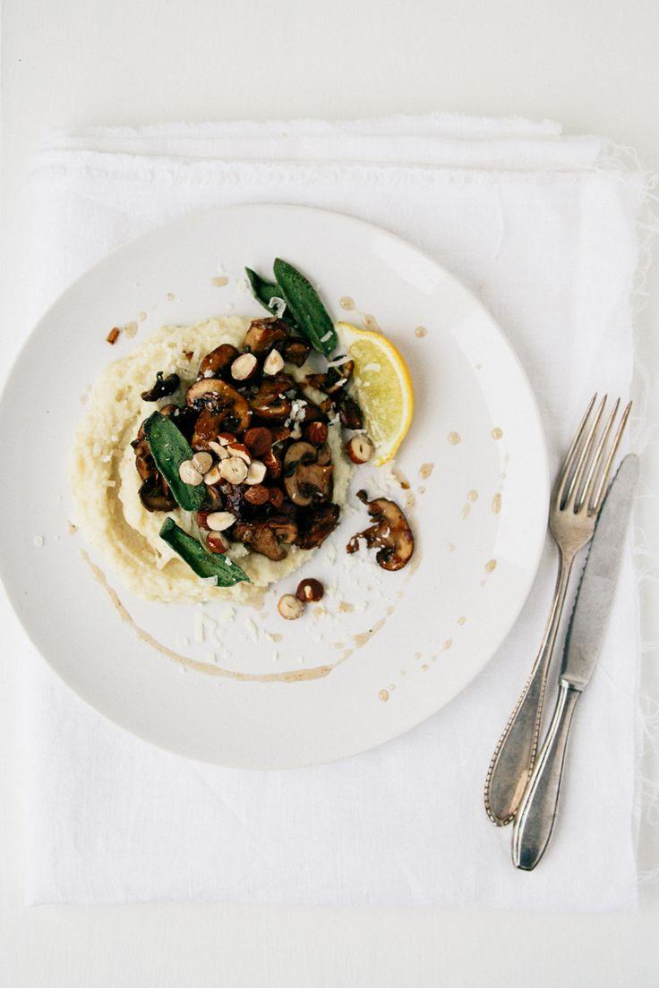 puree van pastinaak en parmezaan, met gebakken champignons, hazelnootjes en salie