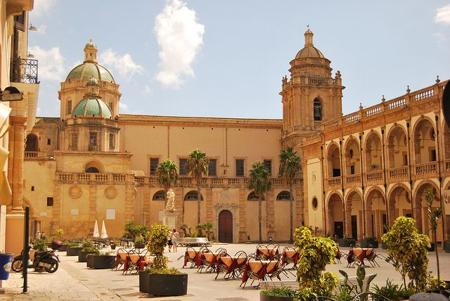Mazara del Vallo, esterno Cattedrale e Seminario