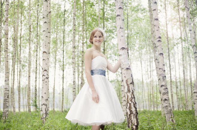 noni noni Brautkleider 2013 | Hochzeitskleid kurz, 50er Jahre, schulterfrei (Foto: Hanna Witte)