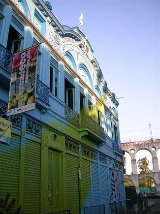 A Shanghai nel vecchio quartiere francese o a Rio de Janeiro a ballare Samba e tecno music. Oppure a Marrakech in locali da mille e una notteo a Mumbai tra i divi di Bollywood. Dieci distretti del divertimento nel mondo scelti dalla redazione di Traveller e da amici (viveur).