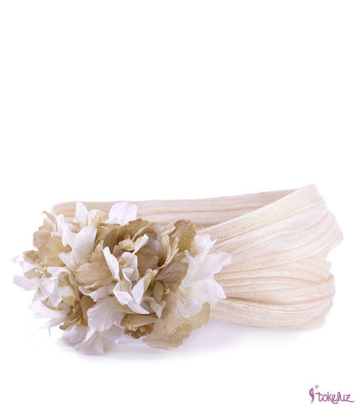 Banda turbante con adorno de hortensias preservadas, ideal para boda o comunión…