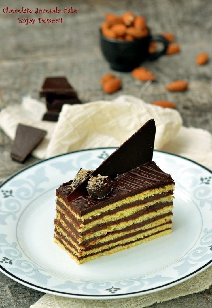 Prajitura in straturi cu ciocolata este definitia mea pentru o prajitura excelenta cu ciocolata. Straturi de blat fin si usor cu migdale si bezea completate de o crema matasoasa de ciocolata cu arome de alune si vanilie. O prajitura bogata si consistenta. Asa este aceasta prajitura cu multe straturi. Eleganta atat prin aspect cat si […]