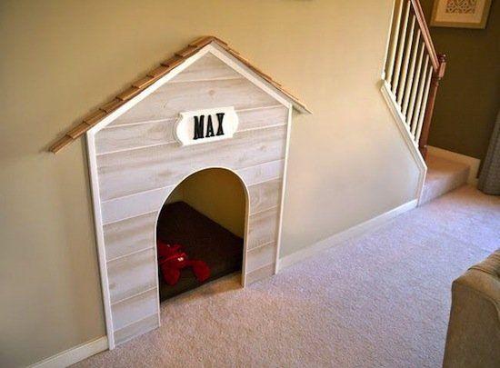 Construindo uma casinha de cachorro (Decoração Embaixo de Escadas)