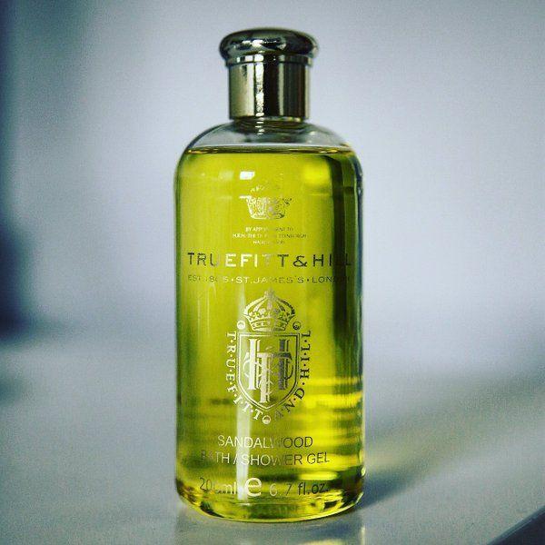 Sandalwood shower gel for gentlemen.