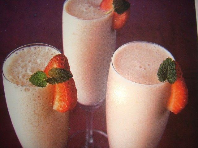Trago de frutilla y champagne