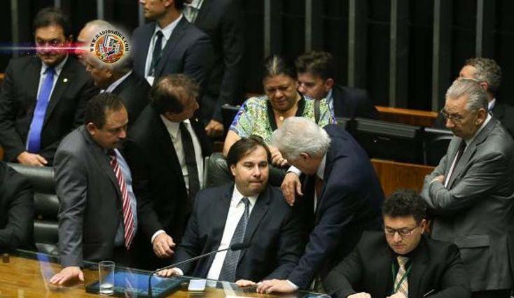 Brasil: Maia adia para terça-feira votação do projeto de combate à corrupção. O presidente da Câmara, Rodrigo Maia (DEM-RJ), decidiu adiar a votação...