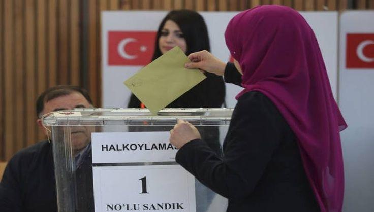 """Τούρκος βουλευτής για δημοψήφισμα: «Αν βγει το """"ΟΧΙ""""... θα ρίξουμε τους Ελληνες στη θάλασσα όπως το 1922»!"""