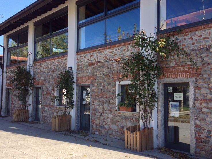 L'edificio del rustico, con la bottega dei prodotti del Parco Ticino