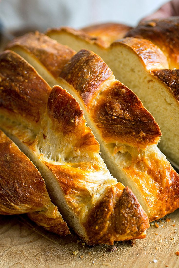 Olive oil makes makes challah, that beloved eggy, rich bread even more delectable. (Photo: Andrew Scrivani for The New York Times)