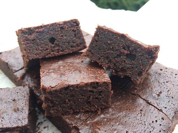 Deilig og seig lavkarbo chocolate mud cake.