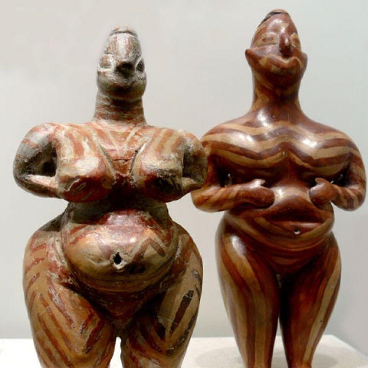 Venus sculptures from Cucuteni, Romania  http://www.realitatea.net/urme-de-locuinte-vechi-de-8-000-de-ani-la-cotatcu-judetul-buzau_313137.html