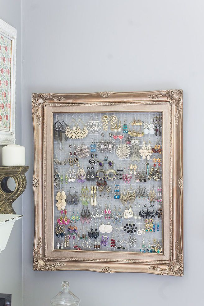 DIY:: $1.00 Repurposed Frame and Chicken Wire to Chic Earring Organizer !!