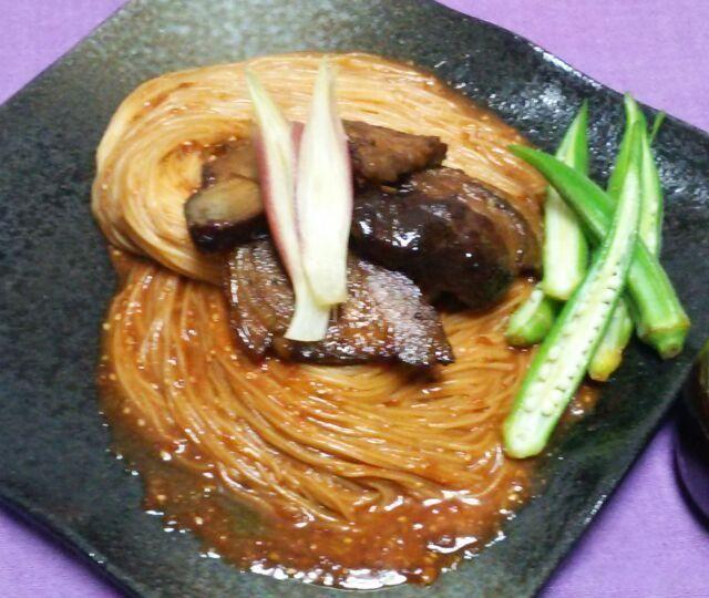 今夜は、kayoさんのご主人レシピ♪ビビン麺♪  先日から、この赤い素麺が気になって気になって、朝から今日作るぞ!と決めたにもかかわらず、我が家にはコチュジャンがないのに気付き、何度か外に出ようとすると台風のせいで急に豪雨!諦めかけた時に、コチュジャンも作れると気付きクックパッド2316287でコチュジャンから作りました。  お陰で私好みのコチュジャンができて、ウマウマのビビン麺が出来ました♪  私をここまで魅了した、ゆかりさん、Sho-koさん、romieさんのスナップ、参考にさせていただきました。食べ友宜しくお願いします。  kayoさん、このレシピ公開ありがとうございます。 韓国料理が体 - 167件のもぐもぐ - kayoさんのビビン素麺☆肉のイキリバージョン♪ by yukikimu0721