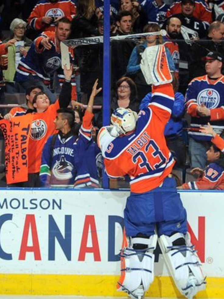 Talbot giving his stick to the boy with the sign... Class act!!
