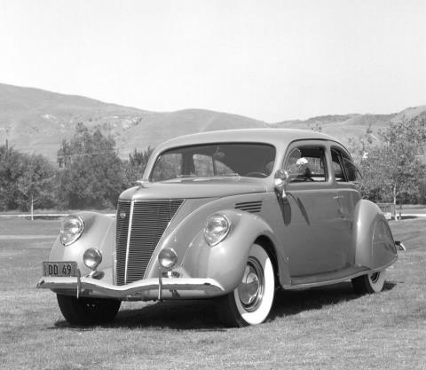 1937 Lincoln Zephyr #cars #auto #throwback #vintage #drivedana #statenisland #newyork #nyc