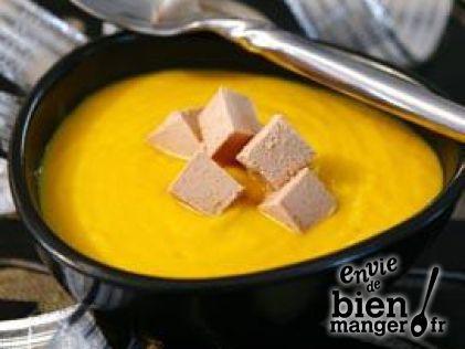 Velouté de potimarron aux épices douces et dés de foie gras