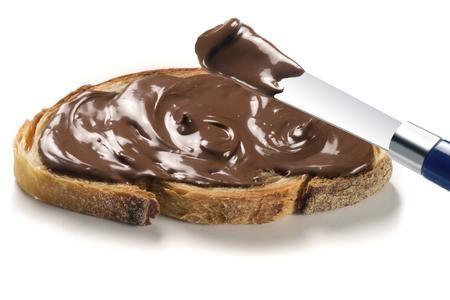 Non rinuncerei mai a... alla crema di cioccolato, morbida, densa e pronta da spalmare su una fetta di pane caldo croccante...