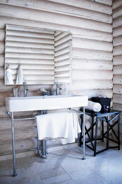 Scandinavian bathroom / Log house via Nordic Design